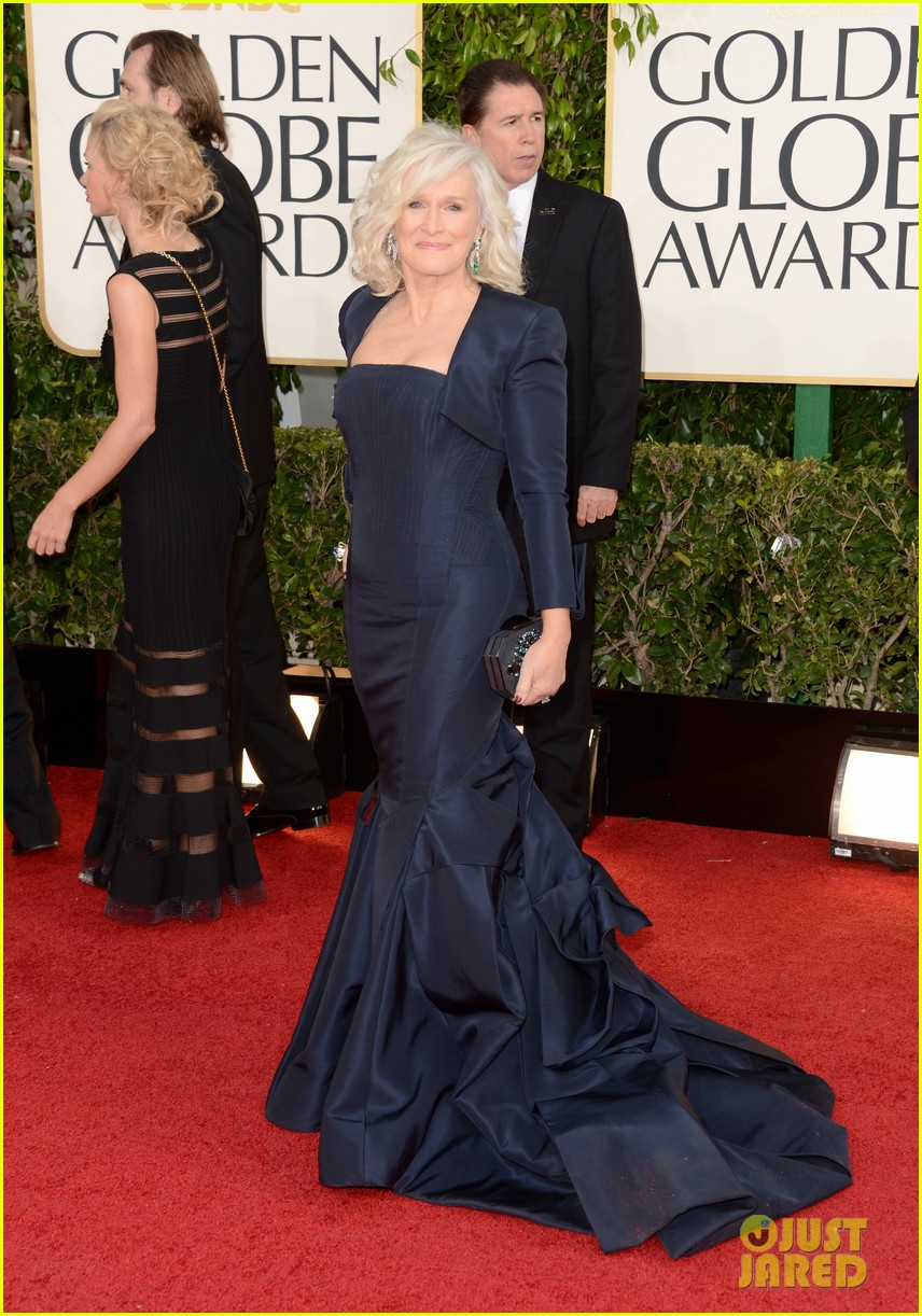 helen mirren glenn close golden globes 2013 red carpet 03