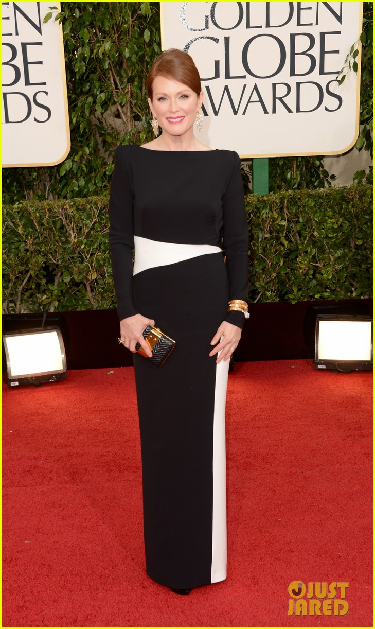 julianne moore ferguson golden globes 2013 red carpet 012791605