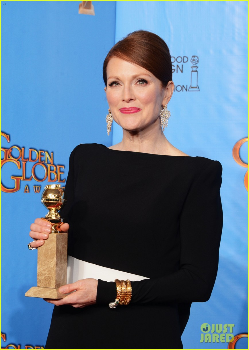julianne moore ferguson golden globes 2013 red carpet 15