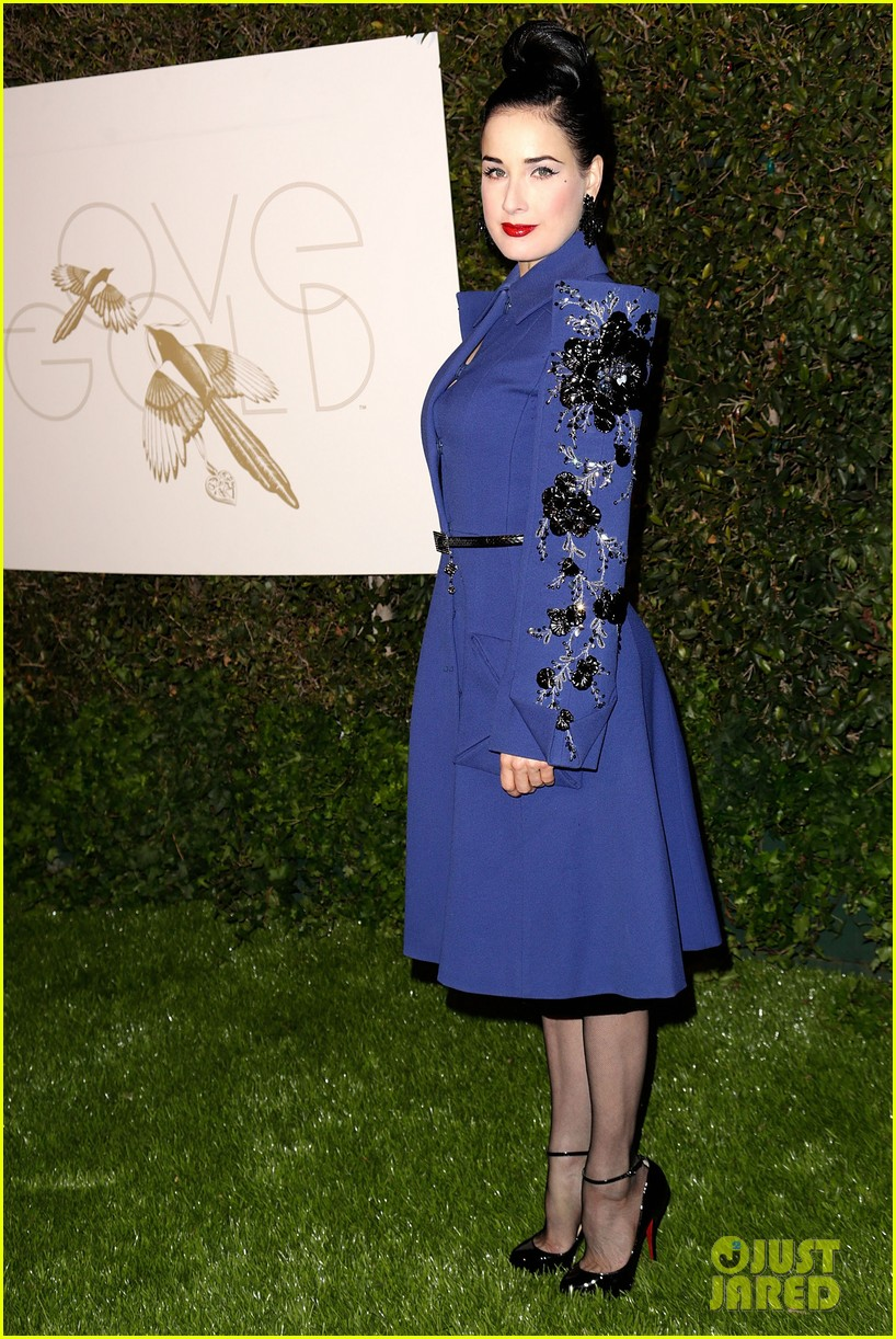 julianne moore dita von teese lovegold pre golden globes party 32