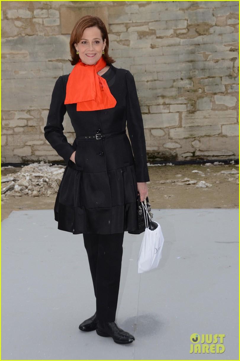 chloe moretz jessica alba christian dior paris fashion show 10