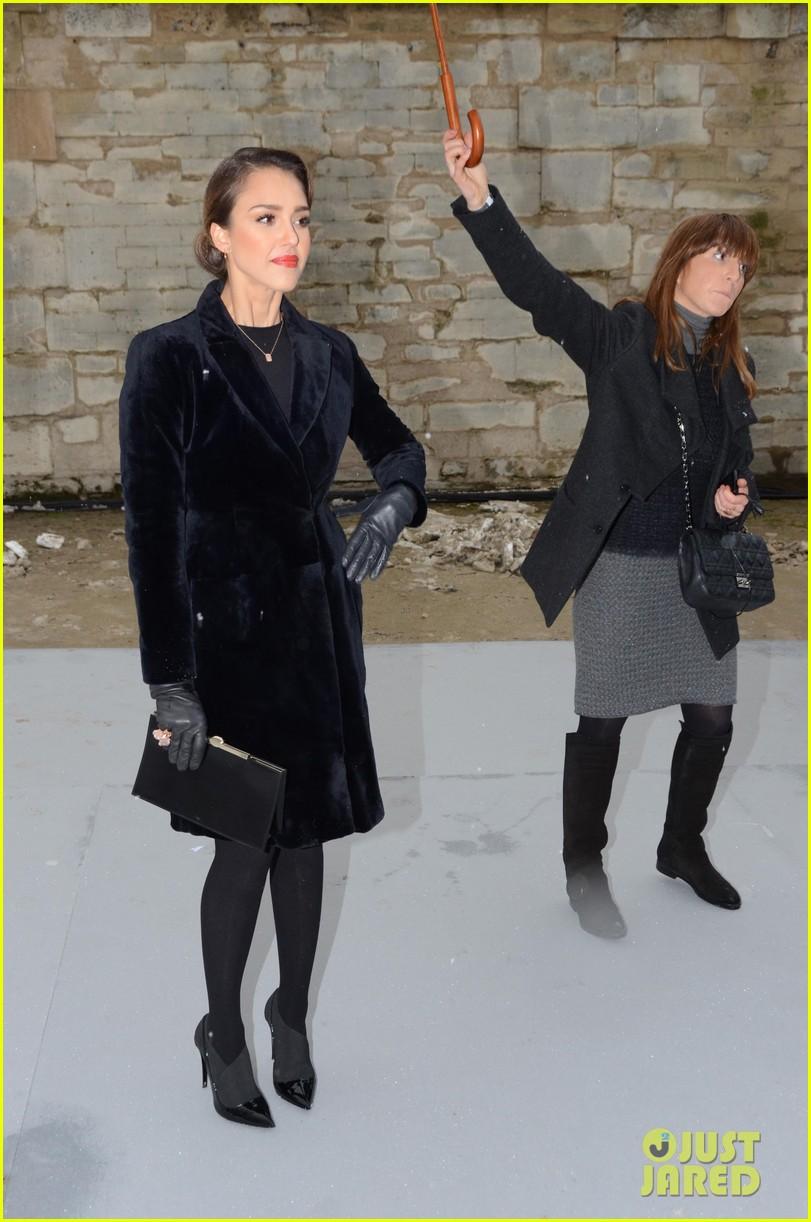 chloe moretz jessica alba christian dior paris fashion show 112796154