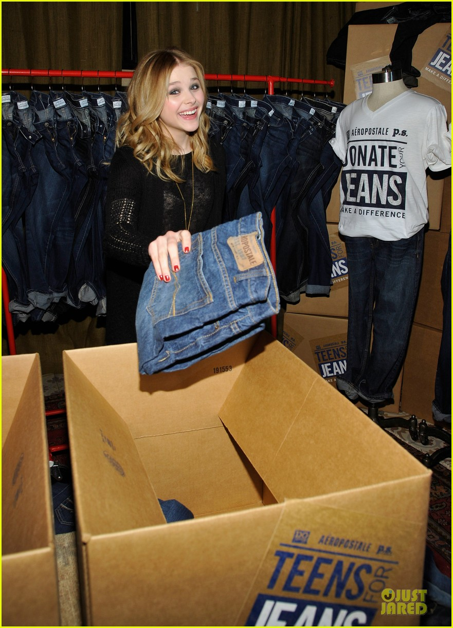 chloe moretz teens for jeans host 052787316