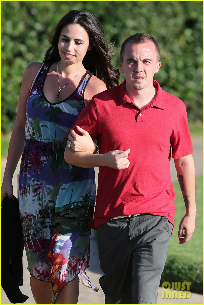 frankie muniz hawaiin vacation with elycia marie 042798555