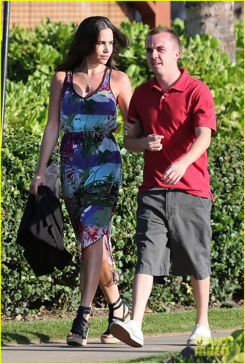 frankie muniz hawaiin vacation with elycia marie 202798571