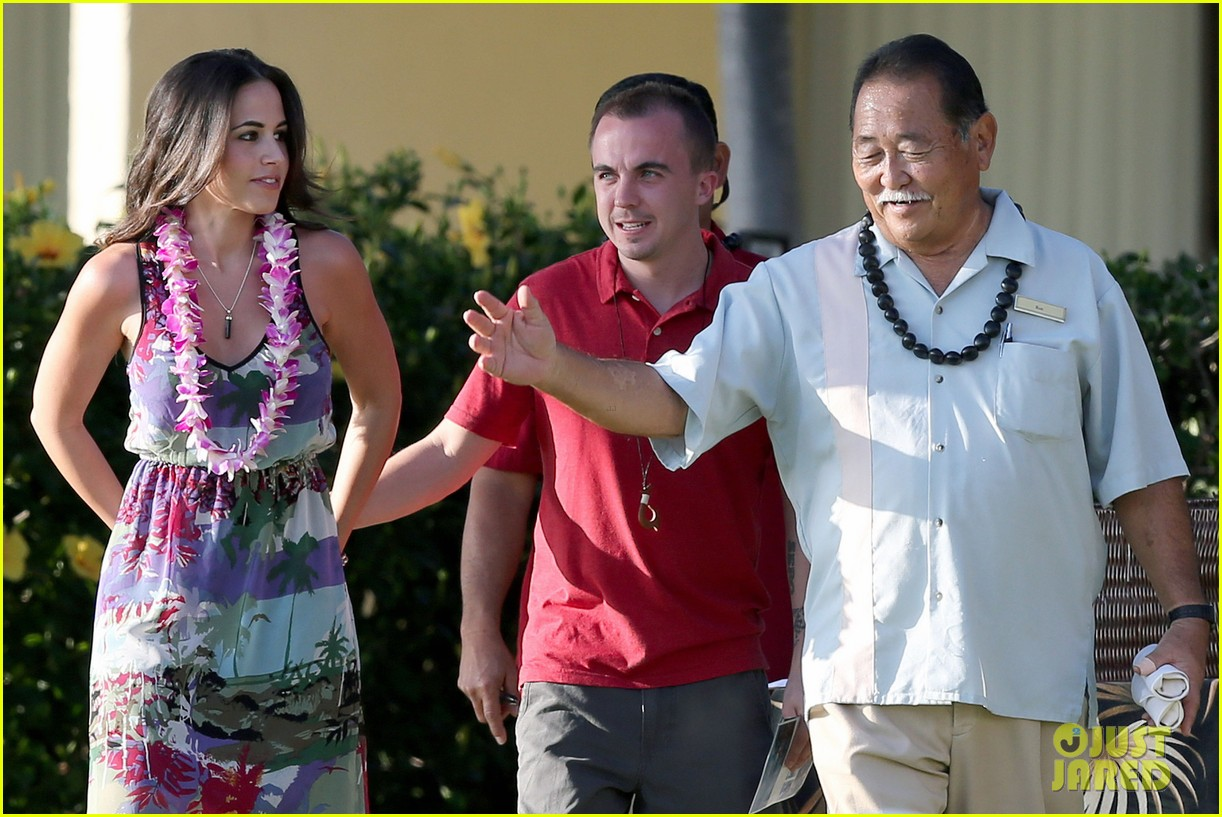 frankie muniz hawaiin vacation with elycia marie 24