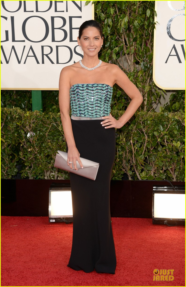 olivia munn golden globes 2013 red carpet 04