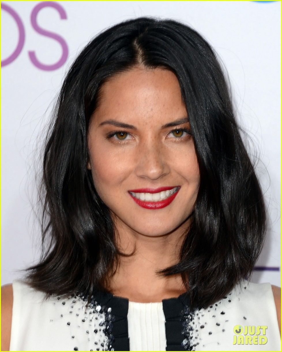 olivia munn peoples choice awards 2013 red carpet 04