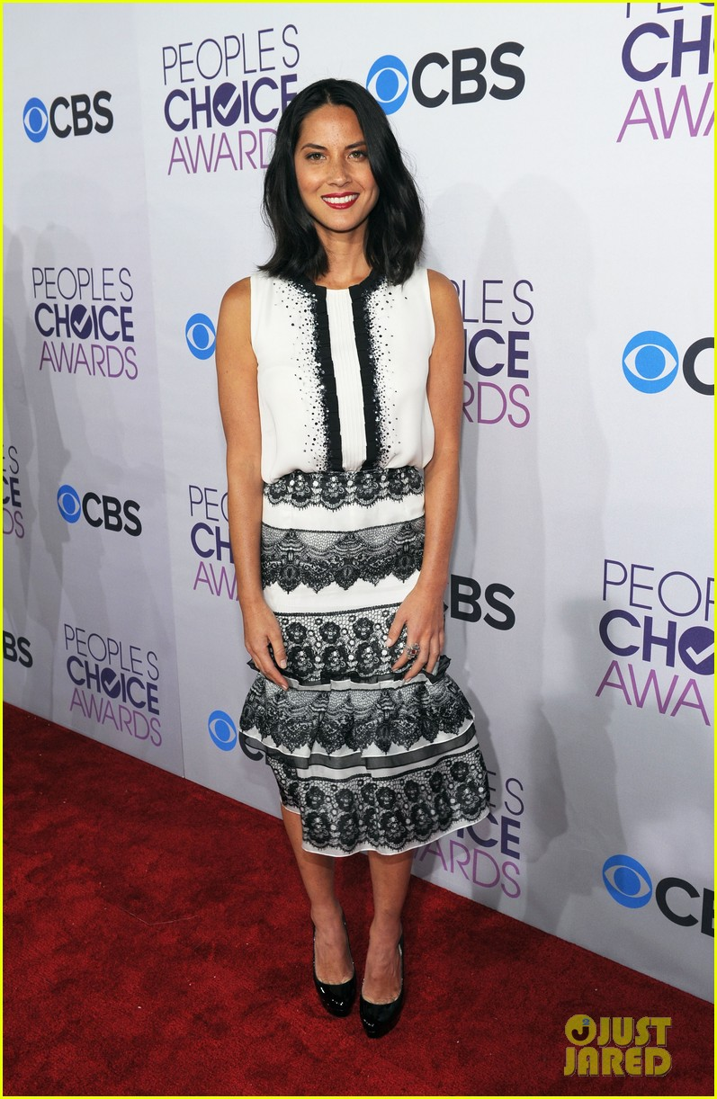 olivia munn peoples choice awards 2013 red carpet 05