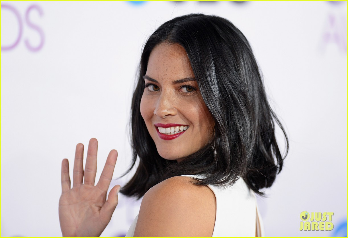olivia munn peoples choice awards 2013 red carpet 09