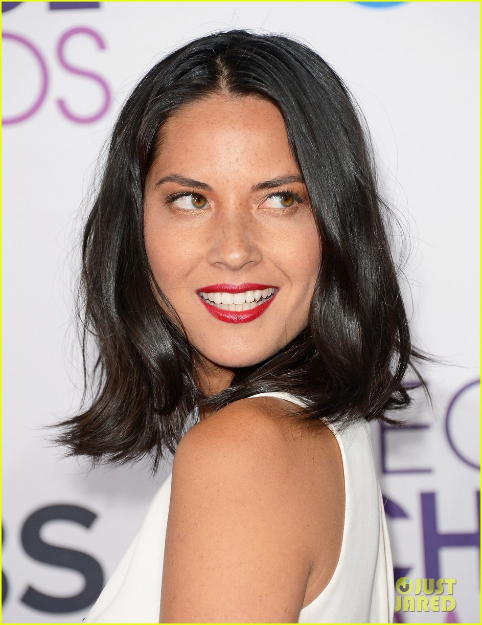 olivia munn peoples choice awards 2013 red carpet 10