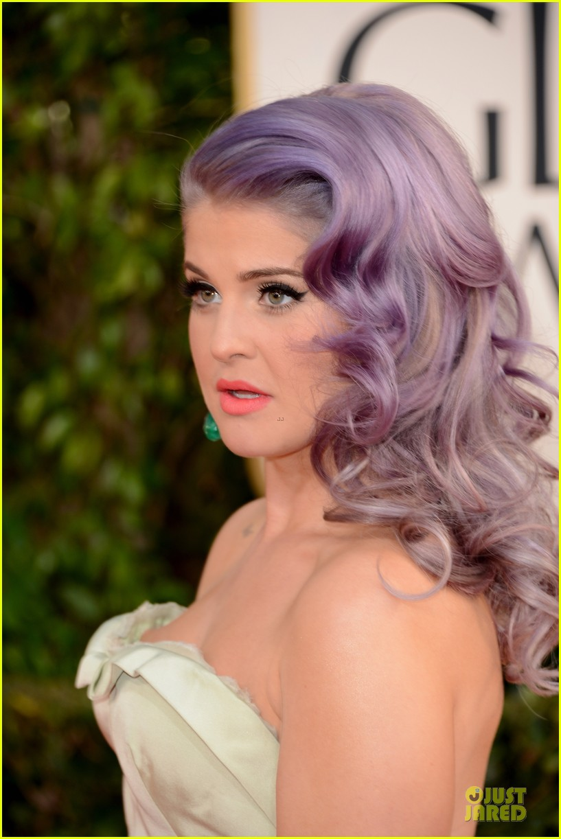 kelly osbourne giuliana rancic golden globes 2013 red carpet 162790833