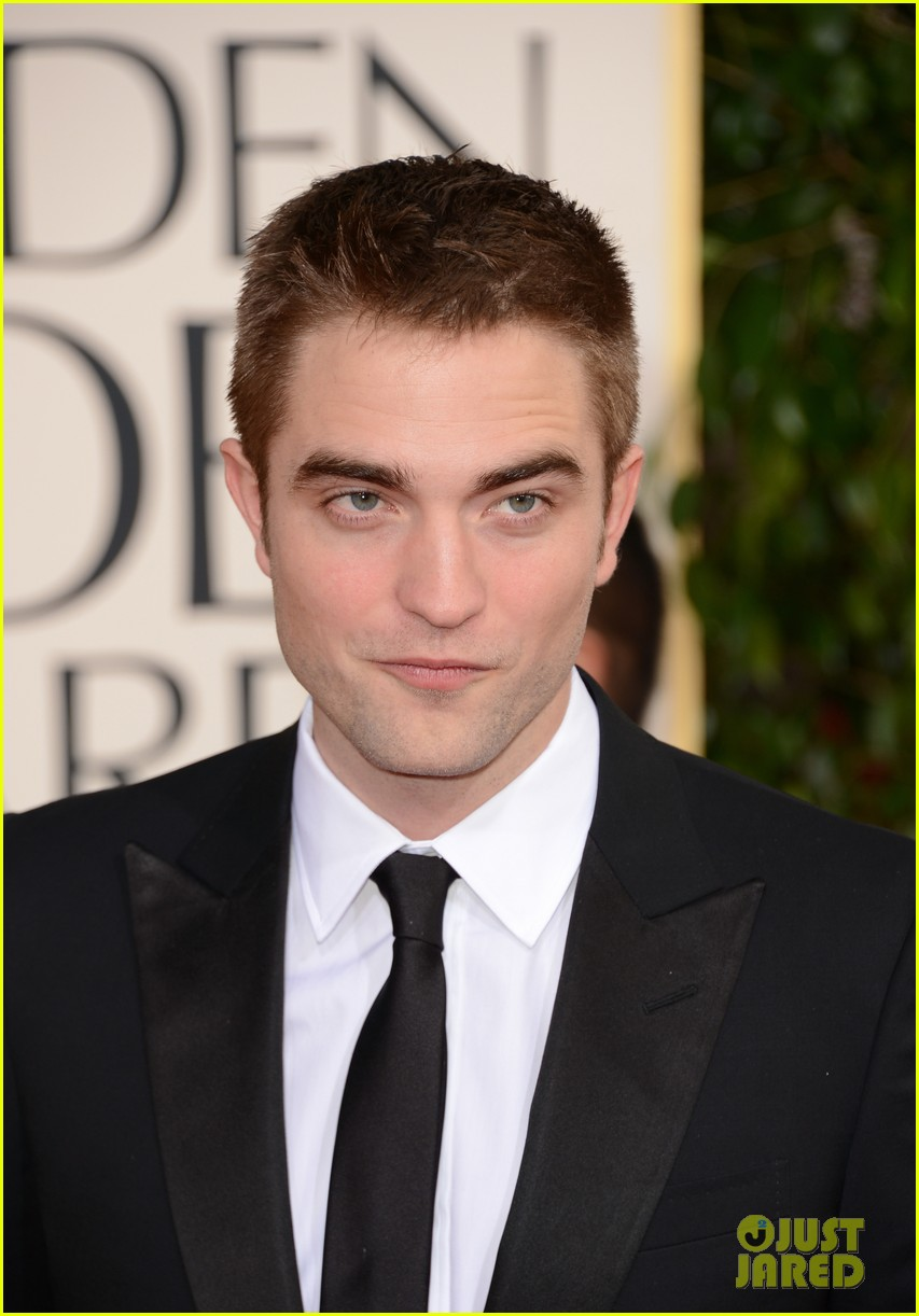 robert pattinson golden globes 2013 red carpet 07