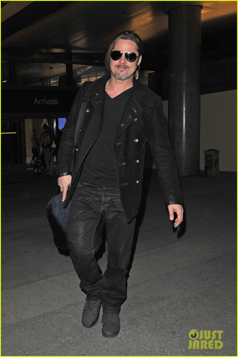 brad pitt solo touch down in los angeles 01