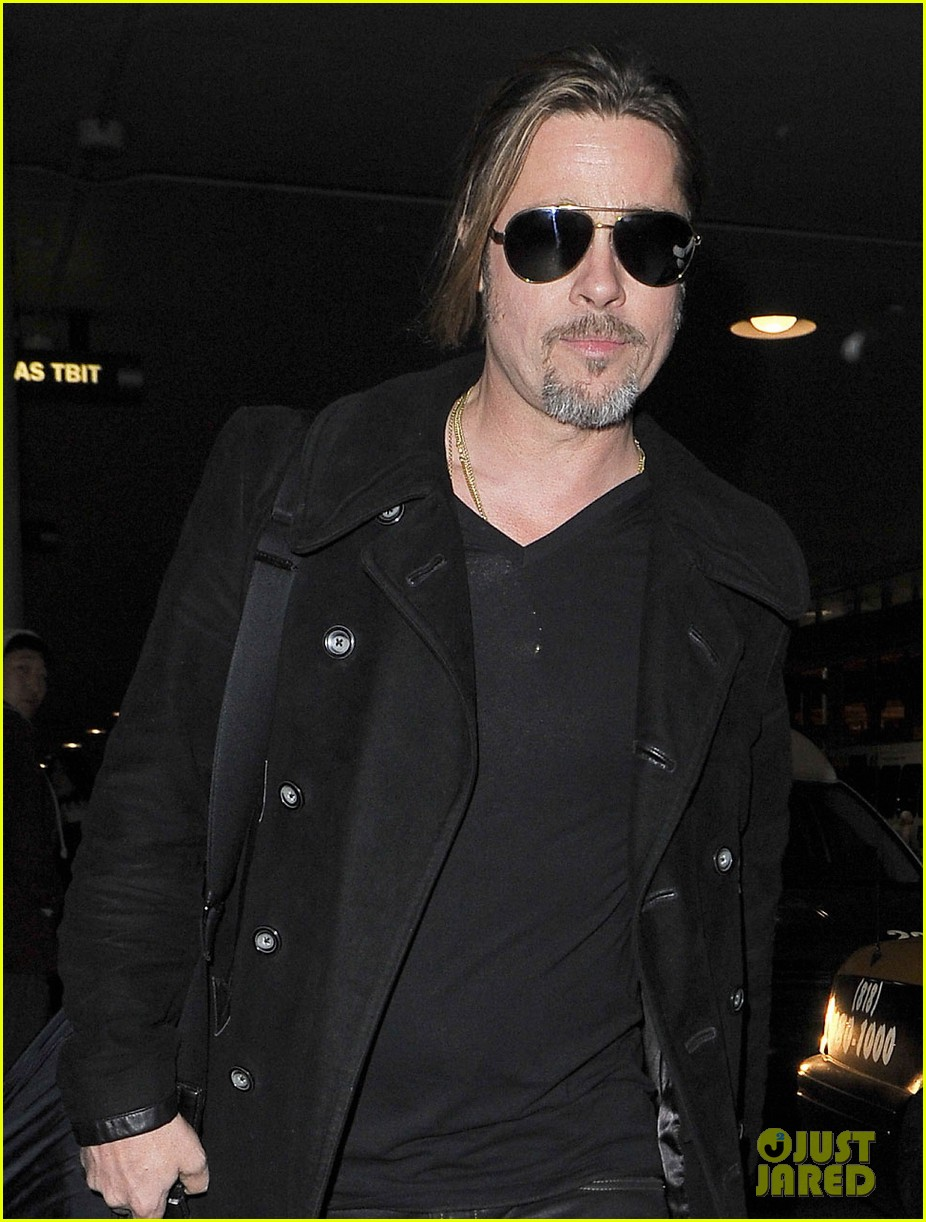 brad pitt solo touch down in los angeles 02