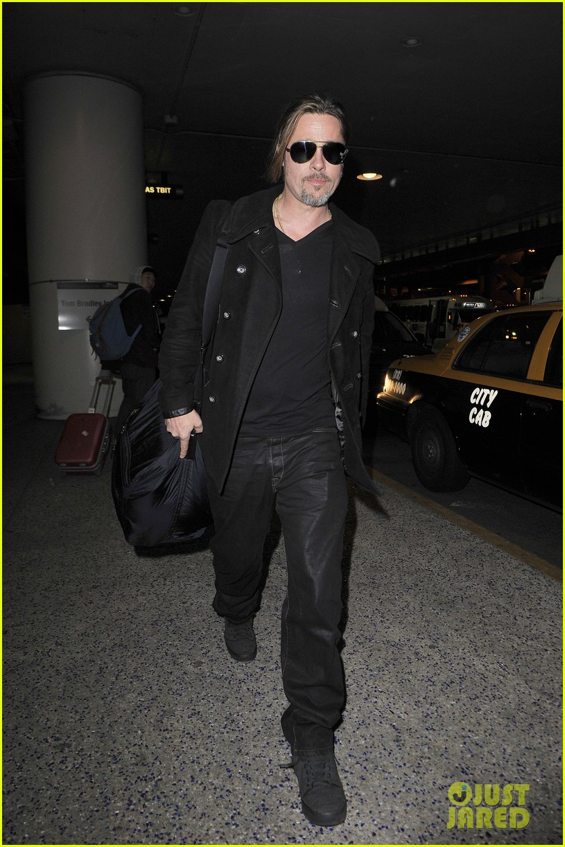 brad pitt solo touch down in los angeles 04