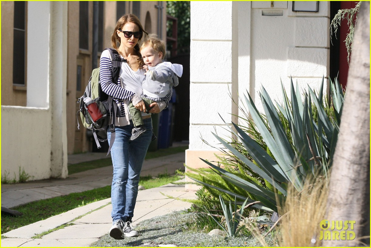 natalie portman aleph visit friends in beverly hills 04
