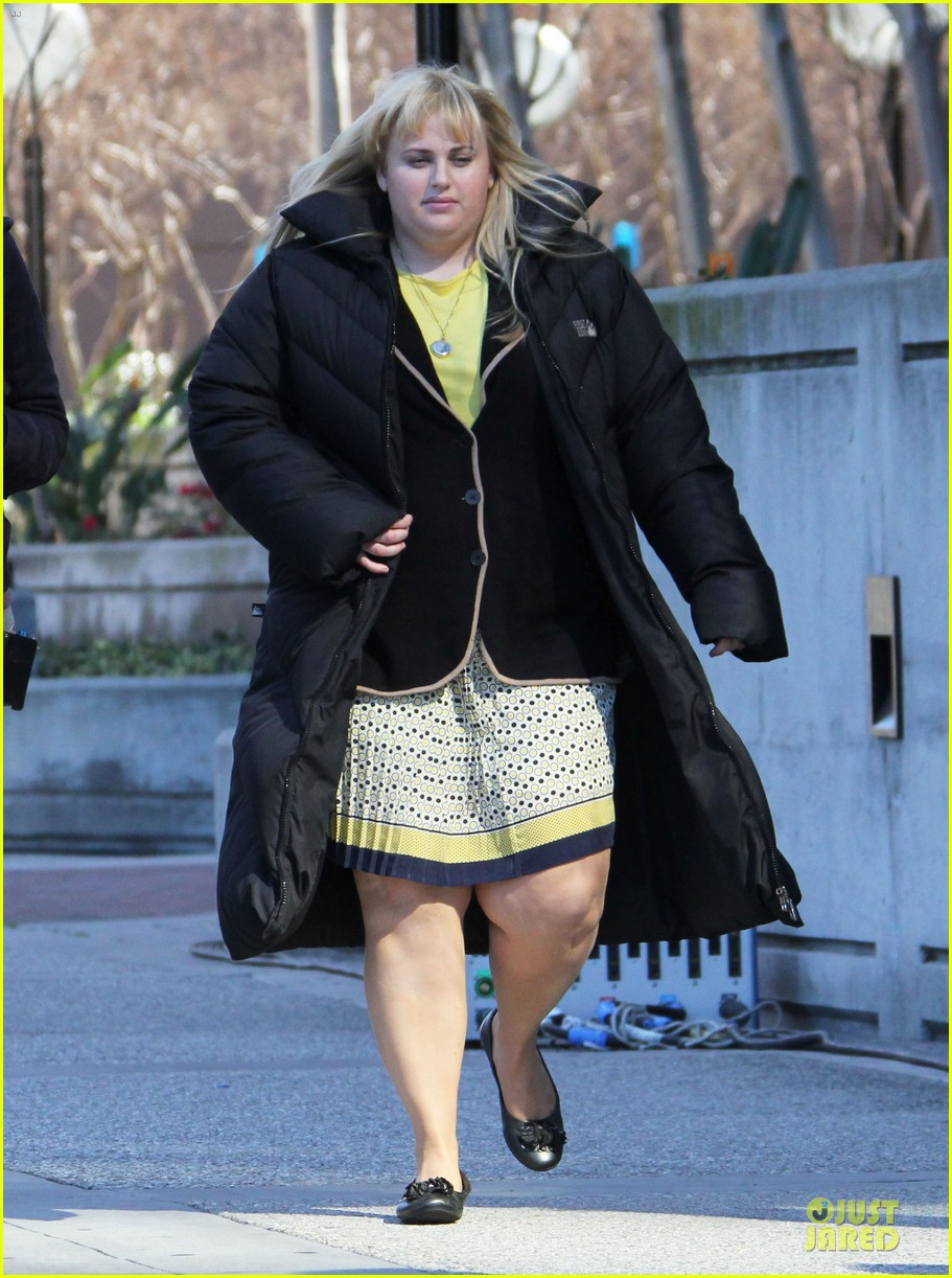 rebel wilson super fun night set 01