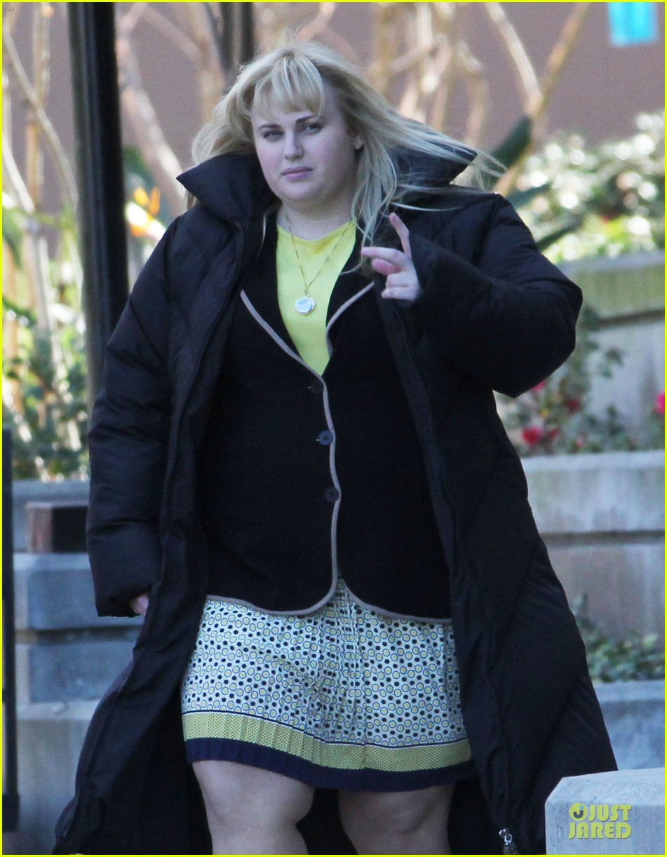 rebel wilson super fun night set 08