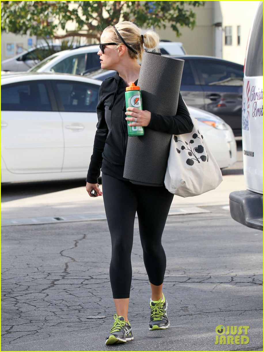 reese witherspoon wednesday yoga woman 172787542