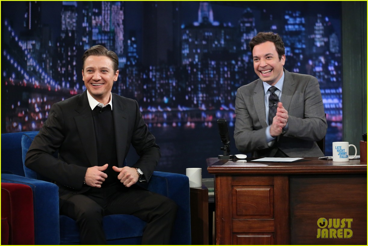 jeremy renner fallon appearance after baby news 03
