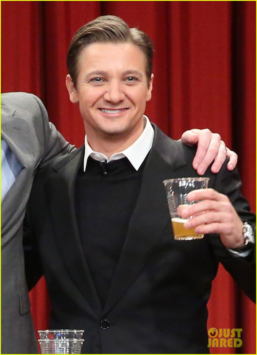 jeremy renner fallon appearance after baby news 04