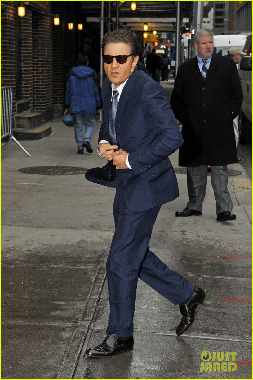 jeremy renner late show appearance 01