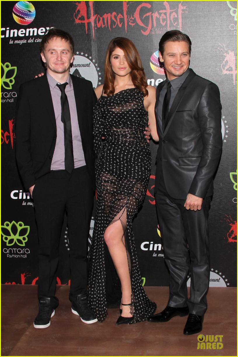 jeremy renner & gemma arterton hansel and gretel witch hunters mexican premiere 01