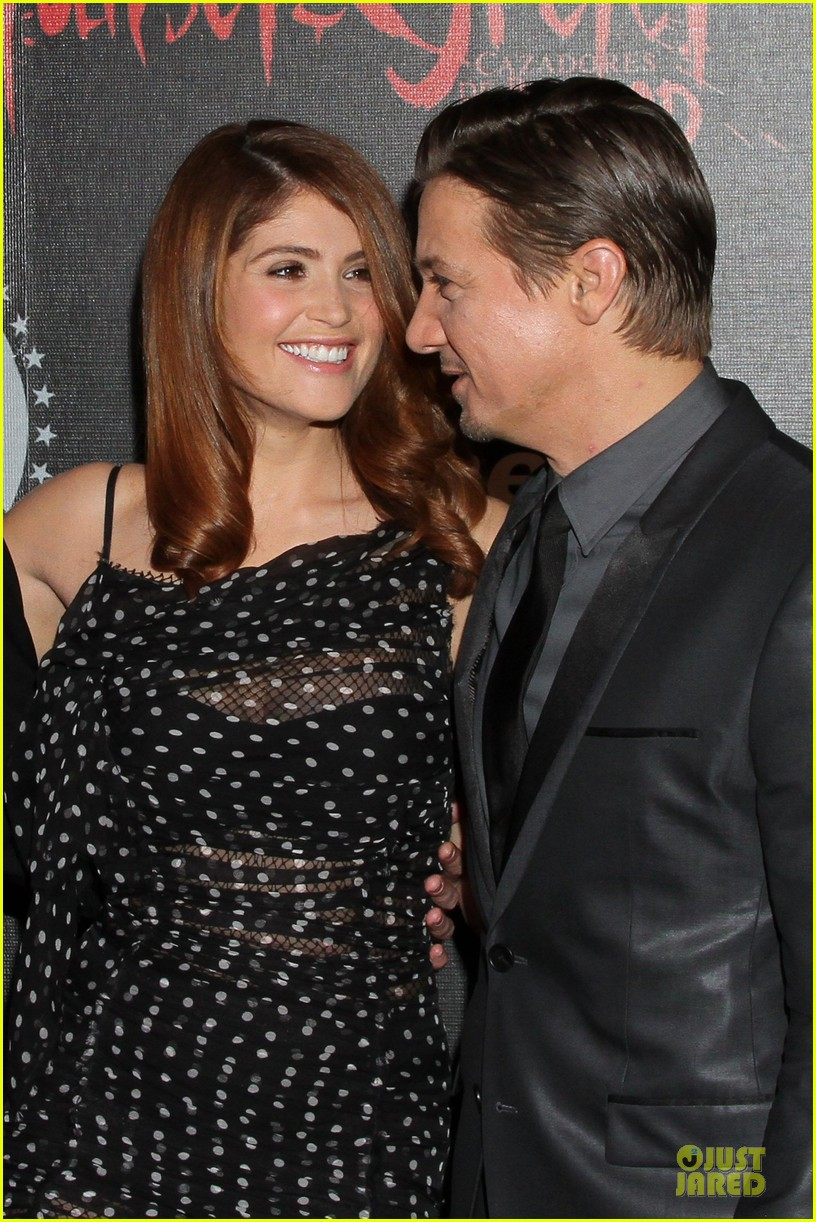 jeremy renner & gemma arterton hansel and gretel witch hunters mexican premiere 02
