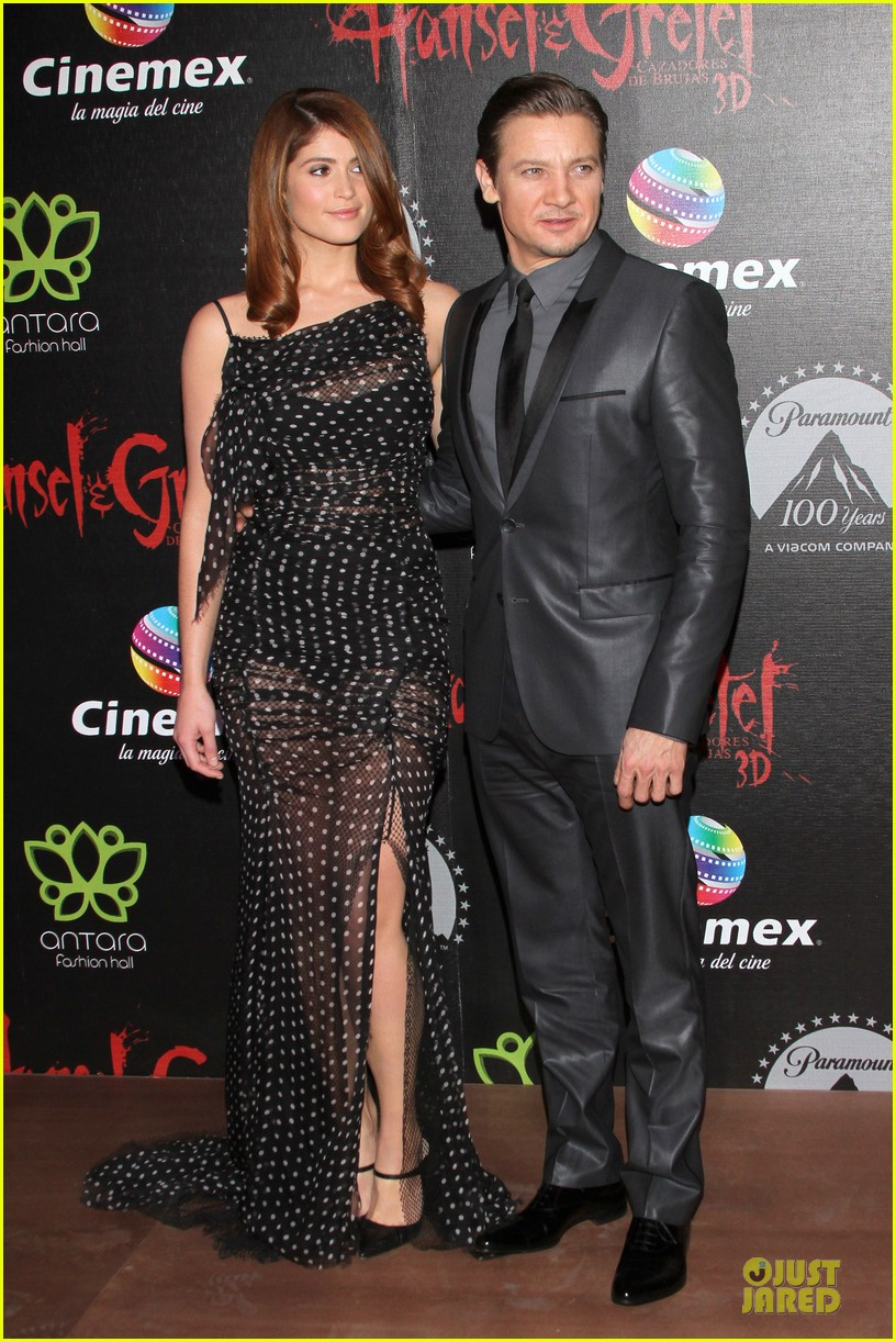 jeremy renner & gemma arterton hansel and gretel witch hunters mexican premiere 10