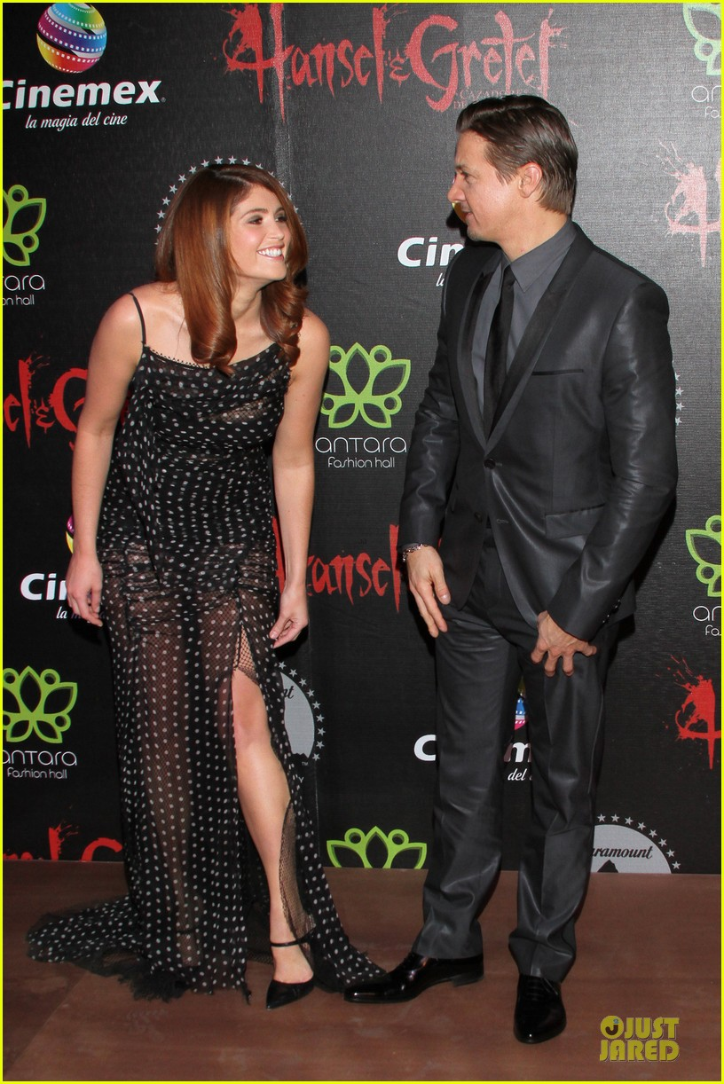 jeremy renner & gemma arterton hansel and gretel witch hunters mexican premiere 11