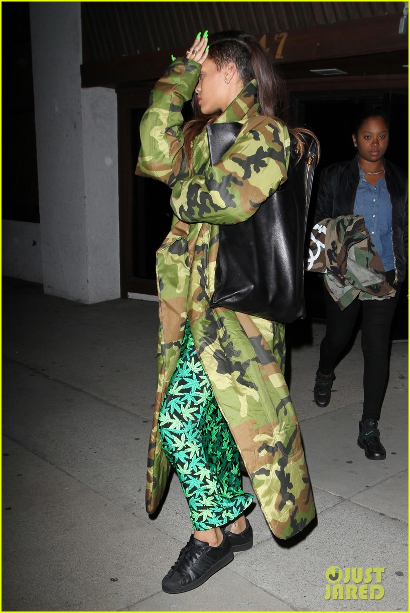 rihanna chris brown separate studio exits 05