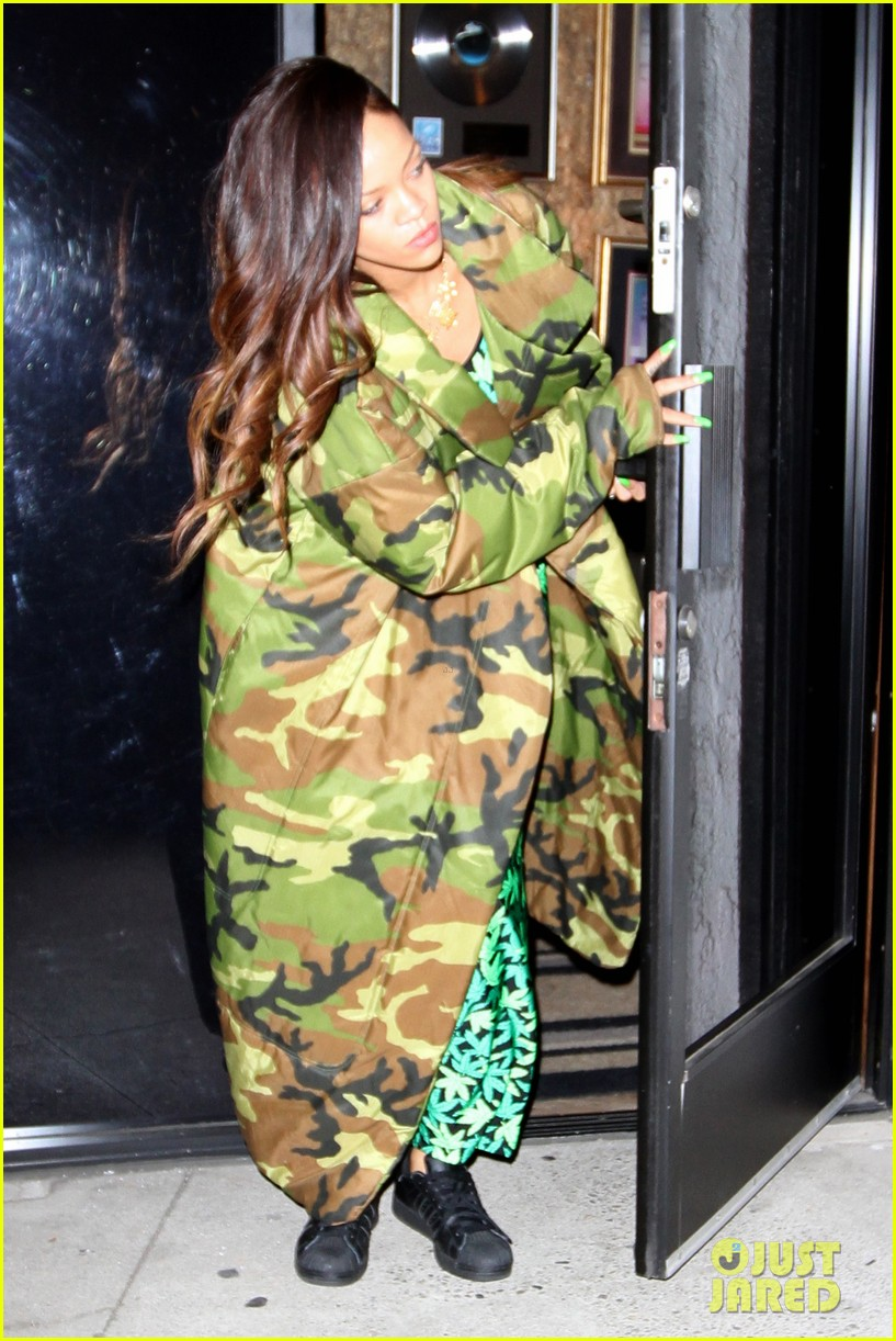 rihanna chris brown separate studio exits 09