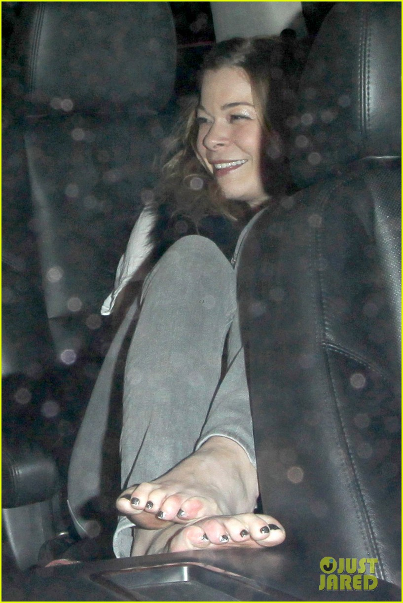leann rimes barefoot in backseat 052785663