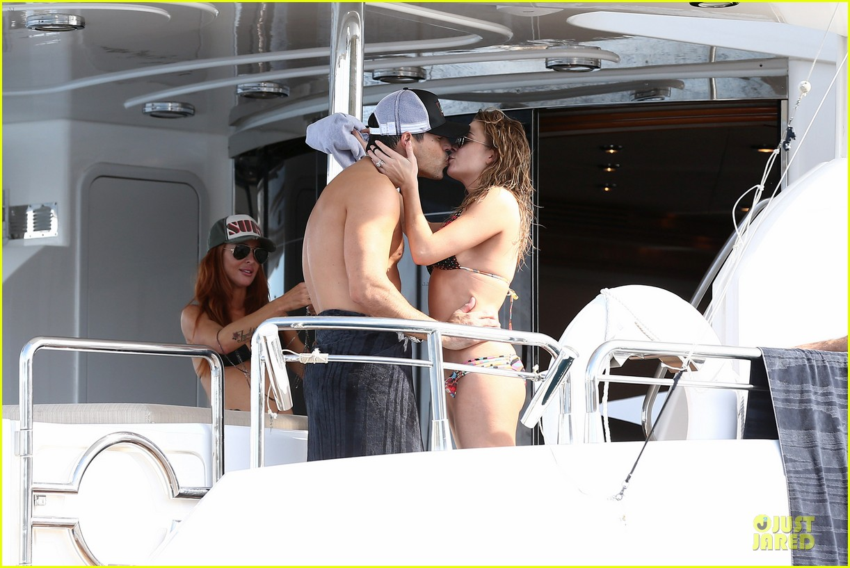 leann rimes bikini kissing with shirtless eddie cibrian 08