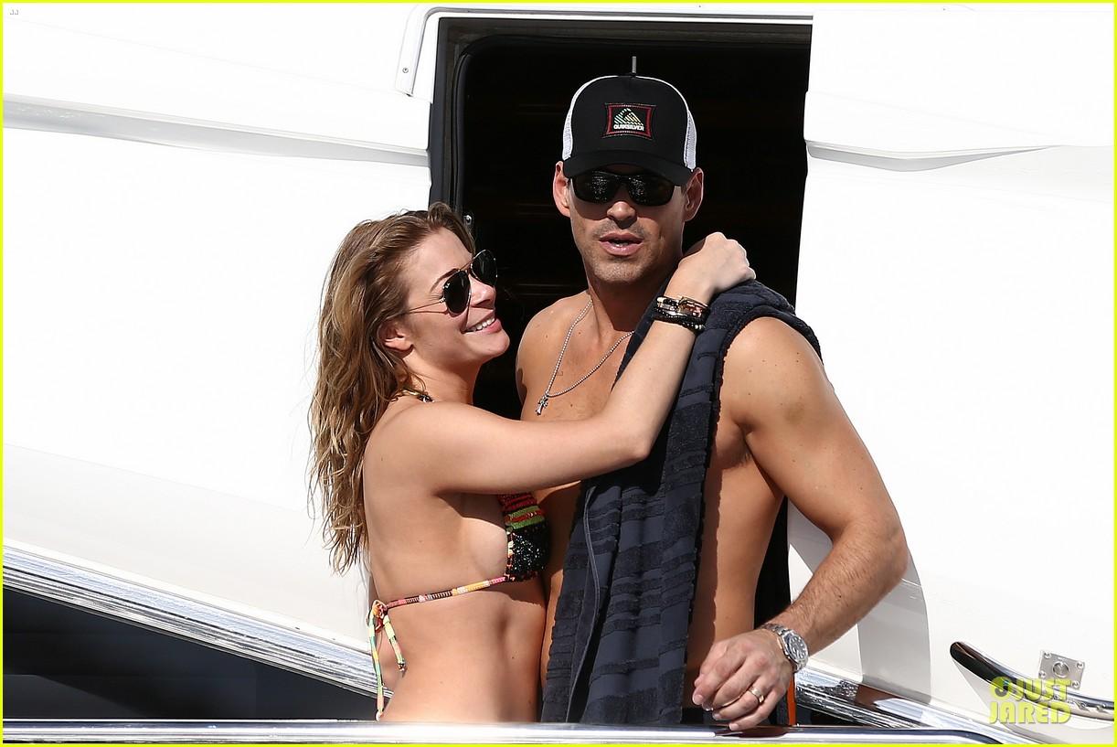 leann rimes bikini kissing with shirtless eddie cibrian 20