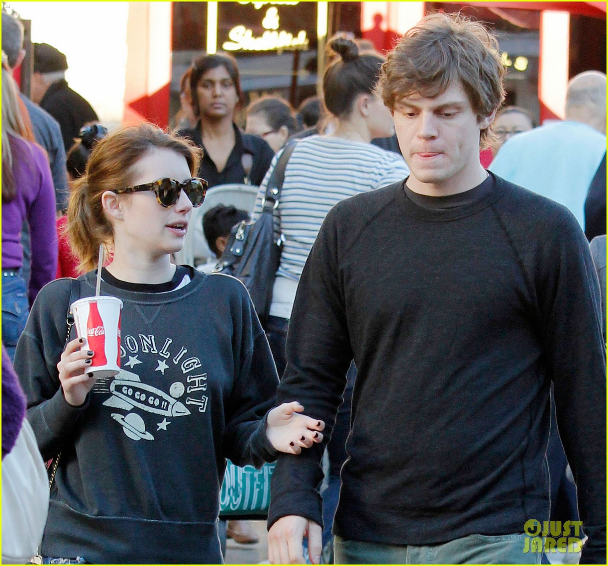 emma roberts evan peters the grove couple 03