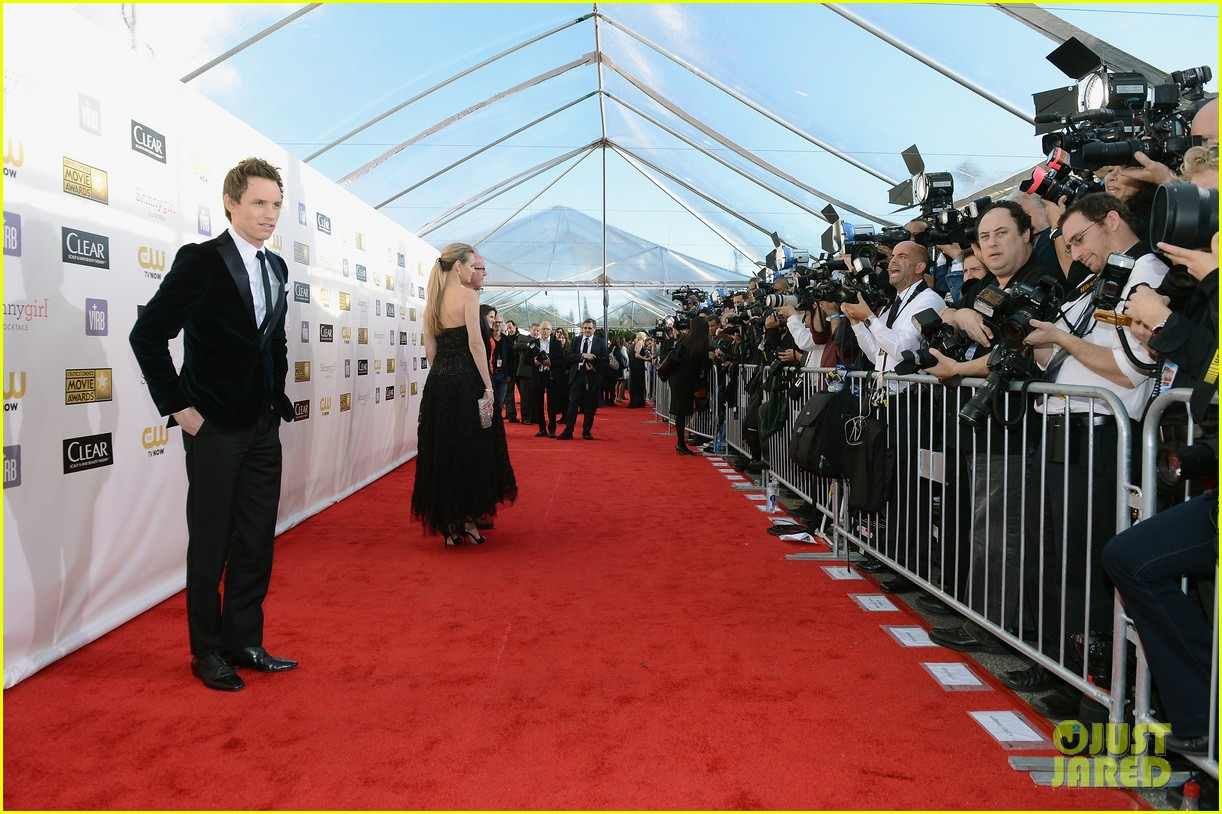 amanda seyfried eddie redmayne critics choice awards 2013 03