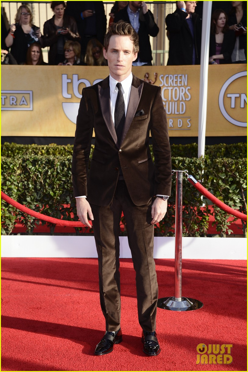 amanda seyfried eddie redmayne sag awards 2013 red carpet 03