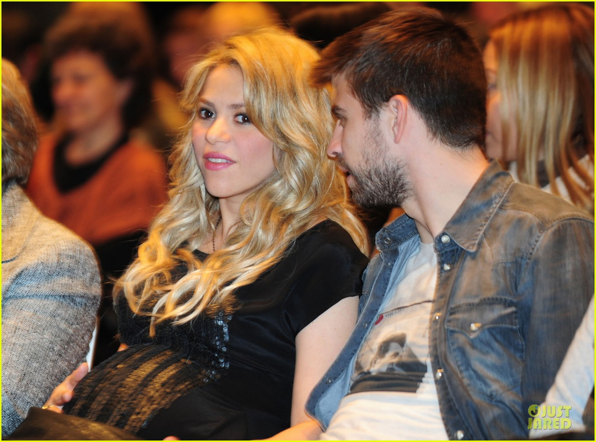 shakira gerard pique the wind and random book presentation 182792494