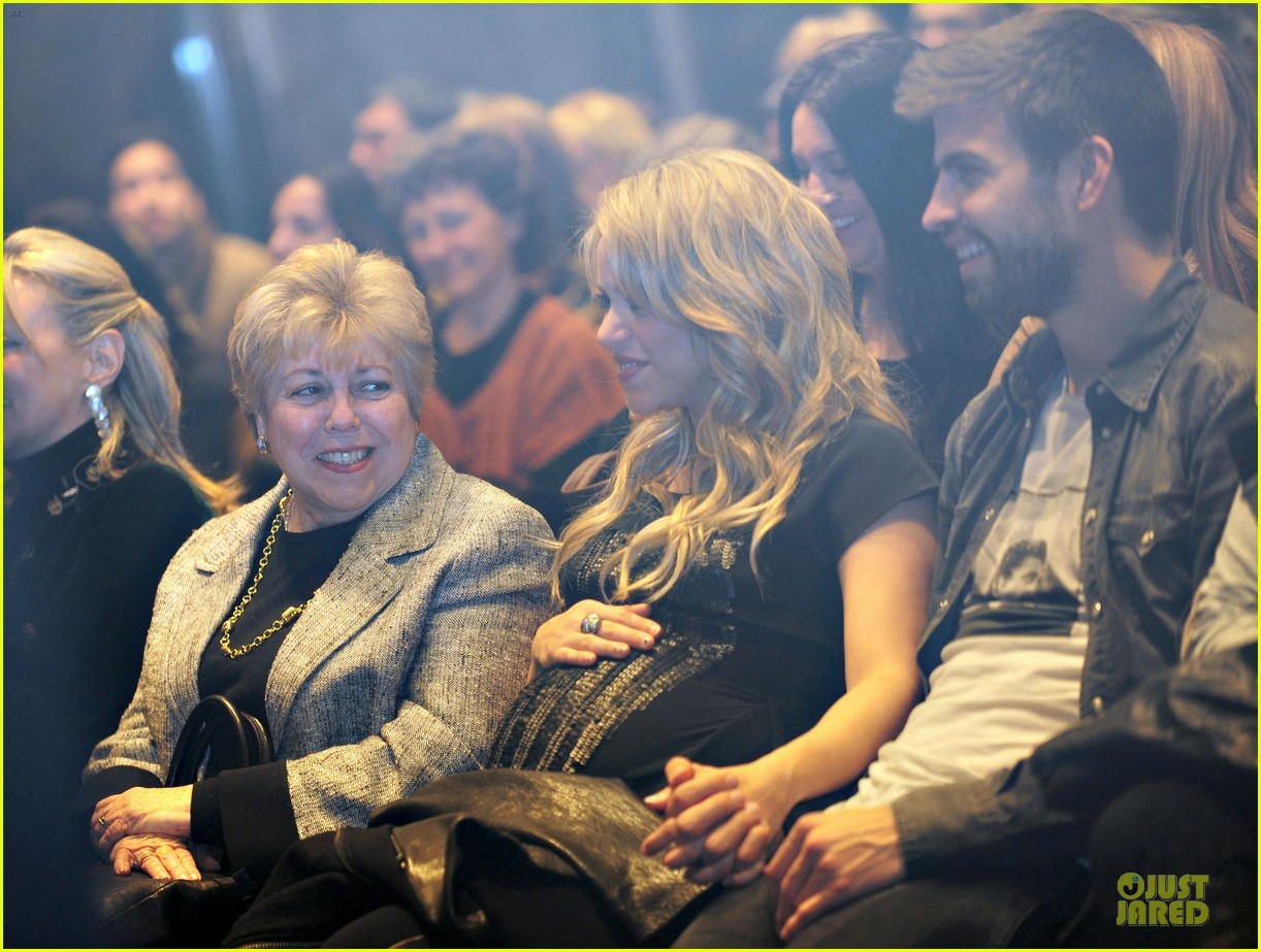 shakira gerard pique the wind and random book presentation 19