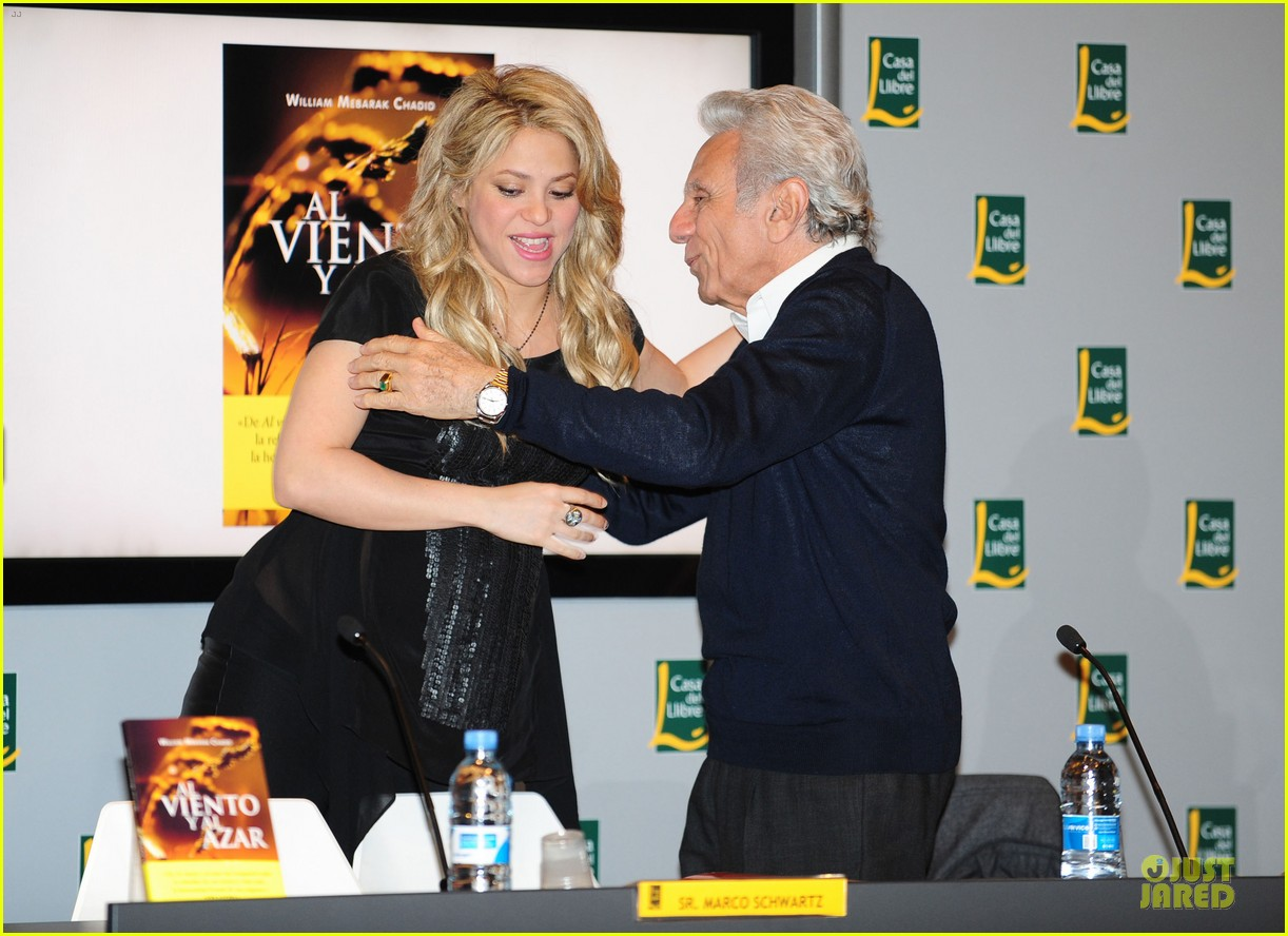 shakira gerard pique the wind and random book presentation 25