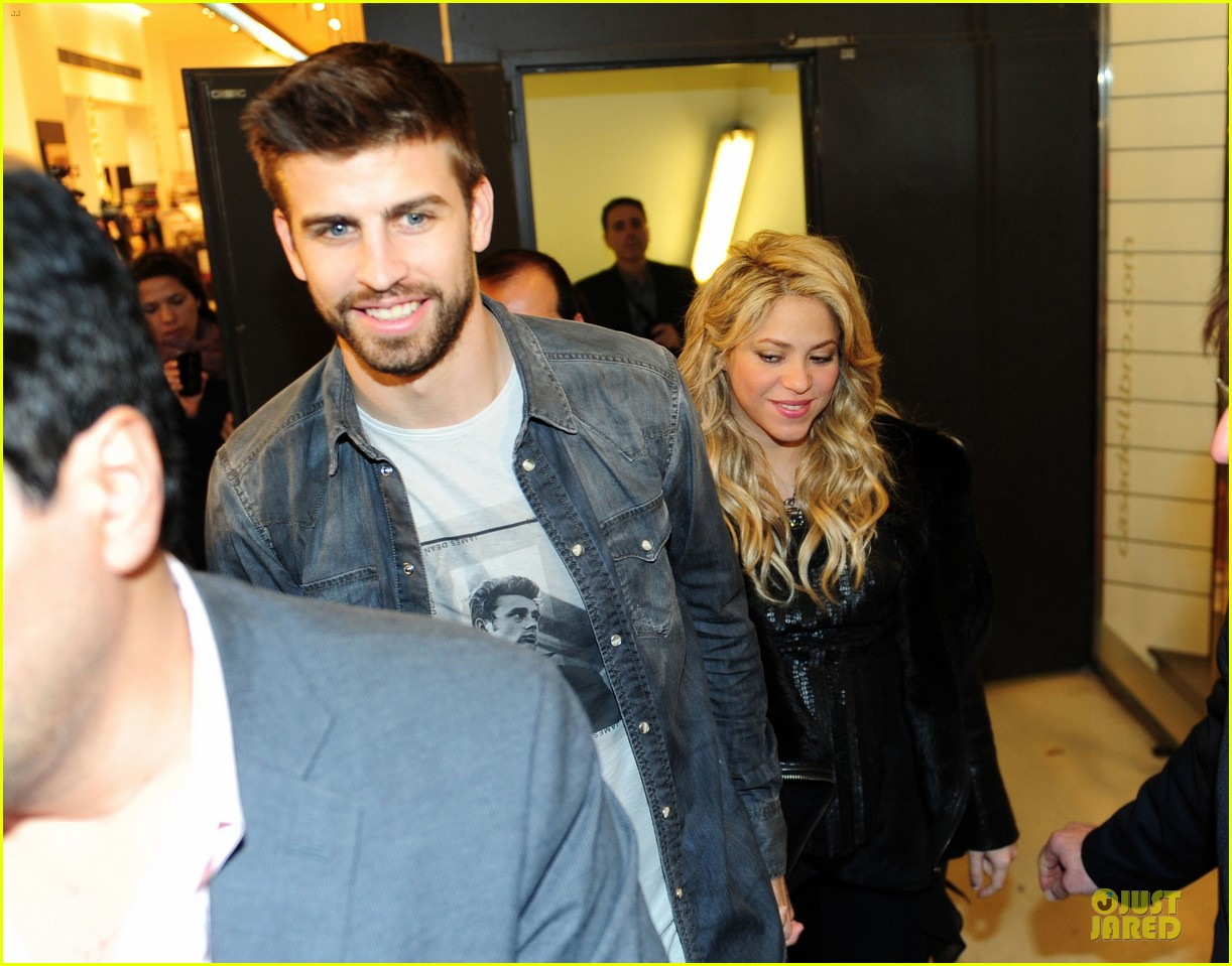 shakira gerard pique the wind and random book presentation 272792503