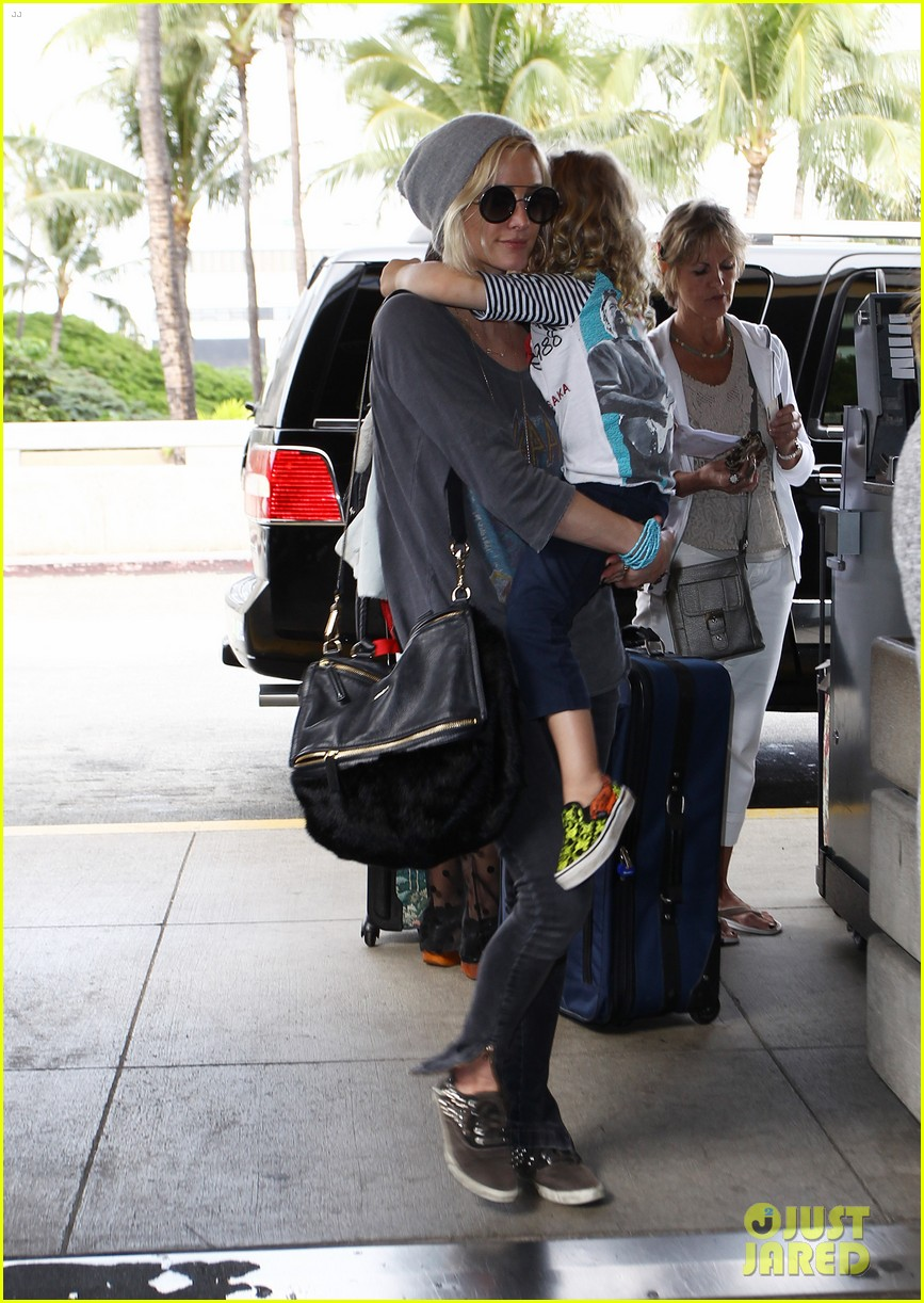 ashlee simpson hawaii depature with bronx 08