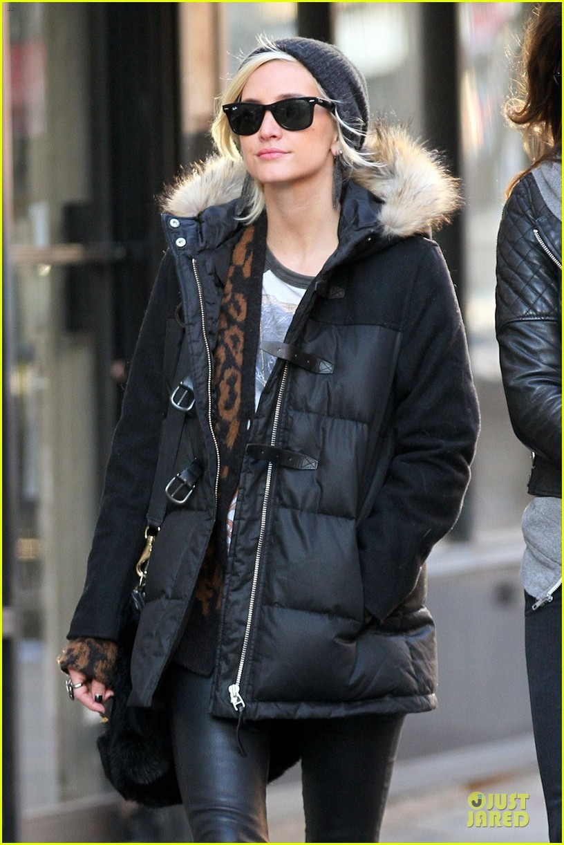 ashlee simpson soho stroll with a gal pal 022784862