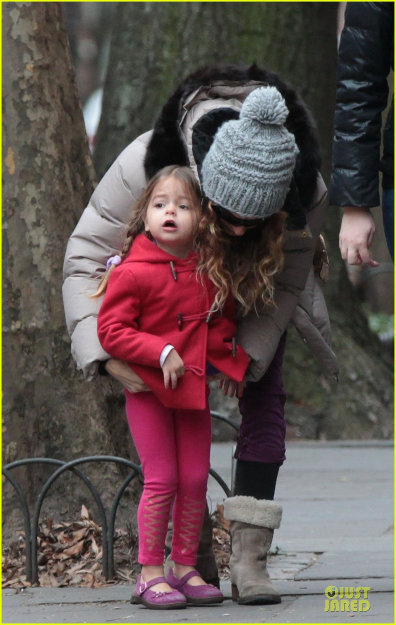 sarah jessica parker bundling school run with the kids 02