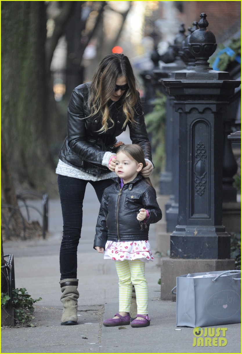 sarah jessica parker twins matching leather jackets 01