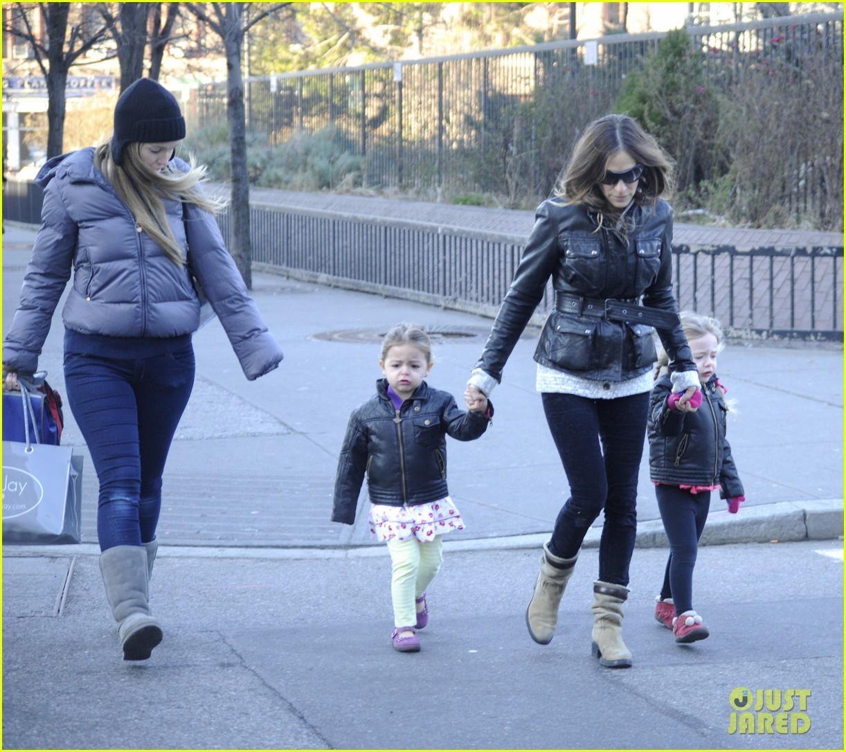 sarah jessica parker twins matching leather jackets 09