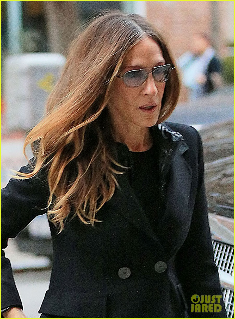 sarah jessica parker celebrates patricia brodericks paintings 04