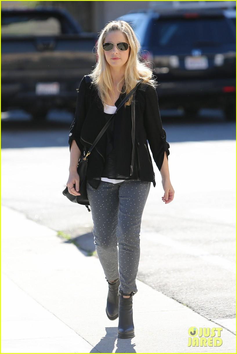 sarah michelle gellar tavern thursday lunch 01